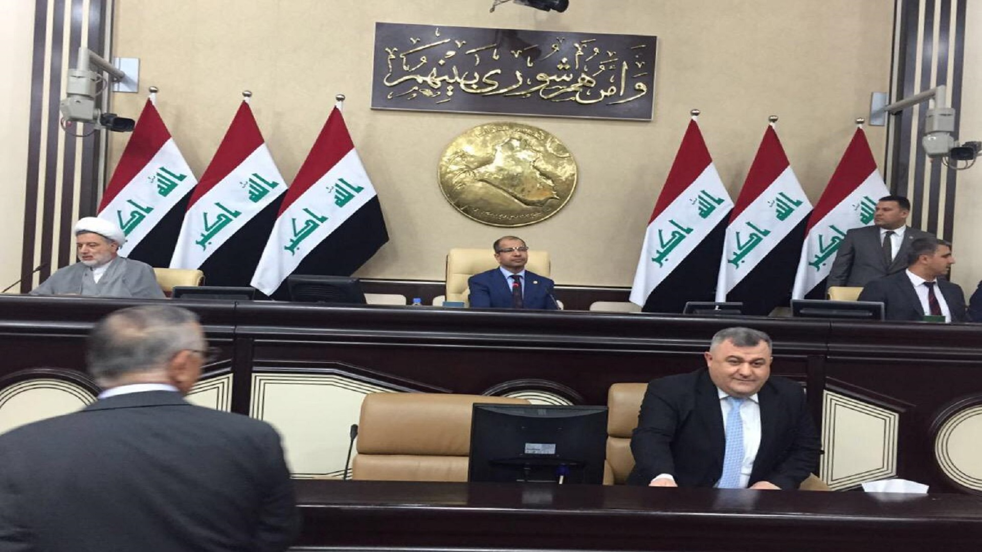 """القانونية النيابية تؤكد عازمها على ازالة """"أمتيازات"""" النواب العراقيين"""