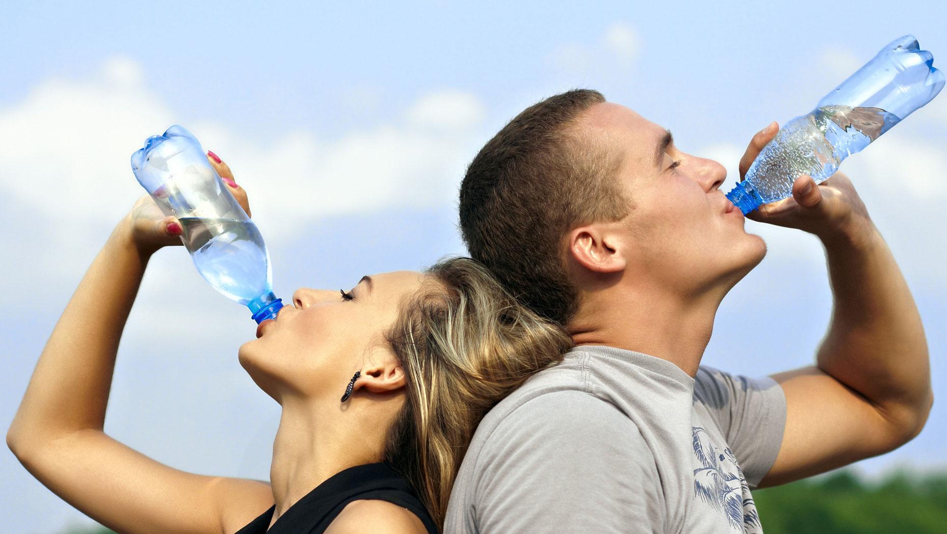دراسة: قلة الماء في الجسم تؤدي لزيادة الوزن