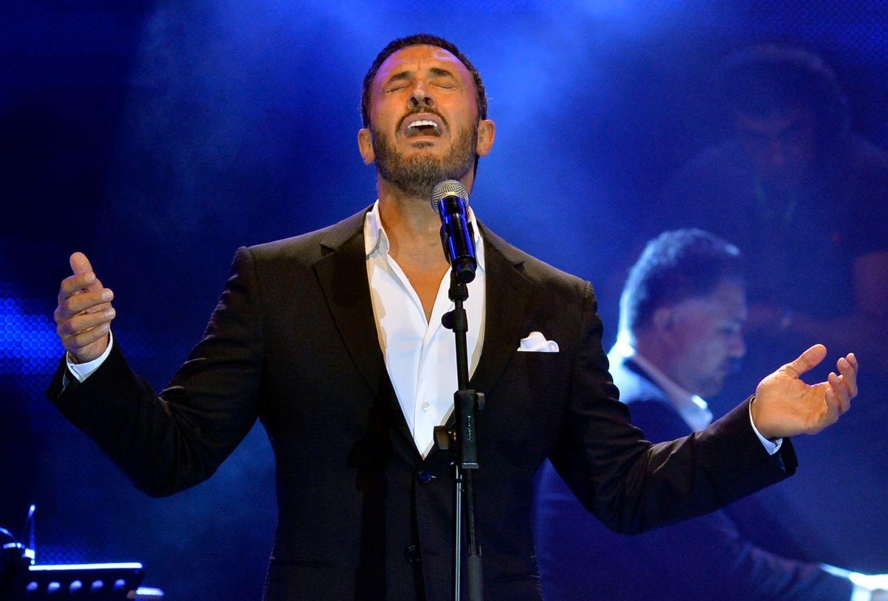 سفير الغناء كاظم الساهر يغني في إهدنيات من شمال لبنان