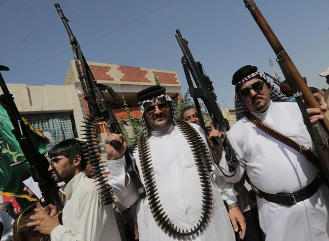عبد اللطيف : السلاح بيد الإفراد والعشائر بدء يهدد السلم الاجتماعي للبلد