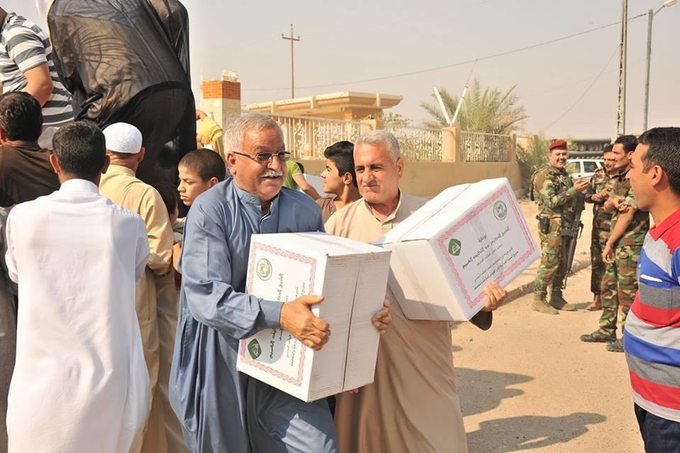 الدكتور الهميم يشرف على توزيع المساعدات الغذائية للعوائل العائدة الى مدينة الفلوجة