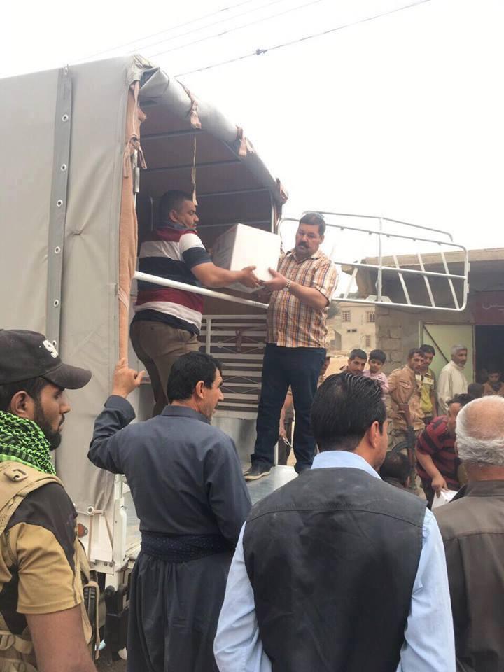 بتوجيه من الدكتور الهميم … توزيع مساعدات جديدة على المواطنين في الساحل الايمن في قضاء الشرقاط