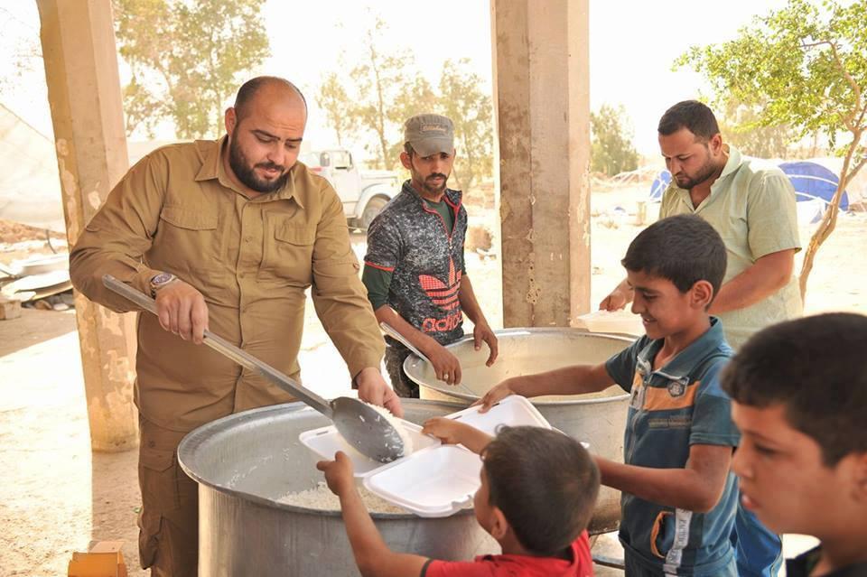 بايعاز من الدكتور الهميم … المطبخ المركزي في مخيم استقبال نازحي الفلوجة ، يضيف كميات كبيرة من الطعام لتغطية الزيادة في اعداد العوائل العائدة
