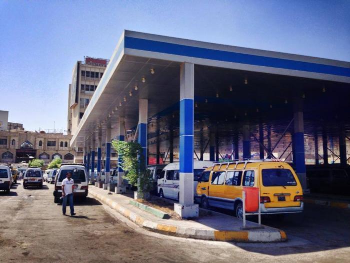 اصحاب سيارات الاجرة يتظاهرون في كراج النهضة ببغداد