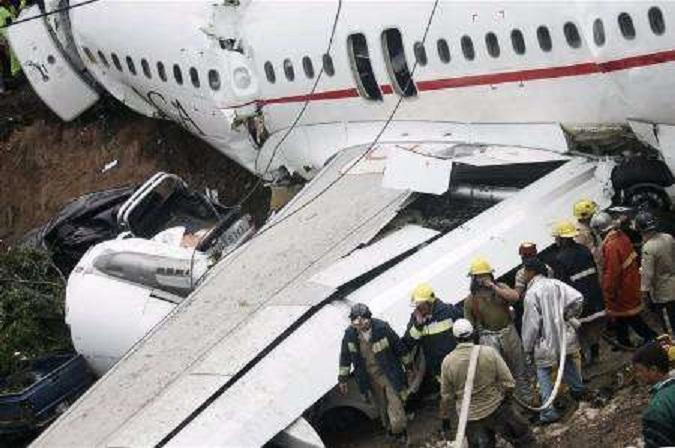 تحطم طائرة تقل فريقاً برازيلياً لكرة القدم ونجاة 6