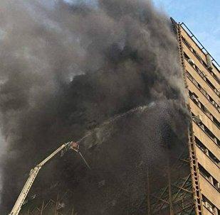نيران تلتهم برج تجاري وسط طهران دون معرفة الخسائر