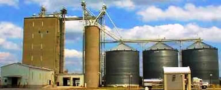 التجارة .. توسعة الطاقات الخزنية لتصنيع الحبوب ومتابعة حصر الاراضي الصالحة لاقامة المجمعات السكنية