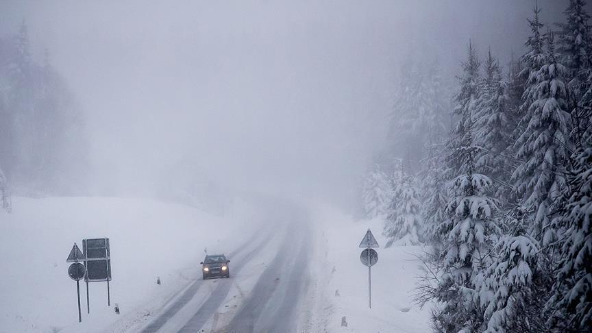 كثافة الثلوج تغلق معبرا بين العراق وتركيا