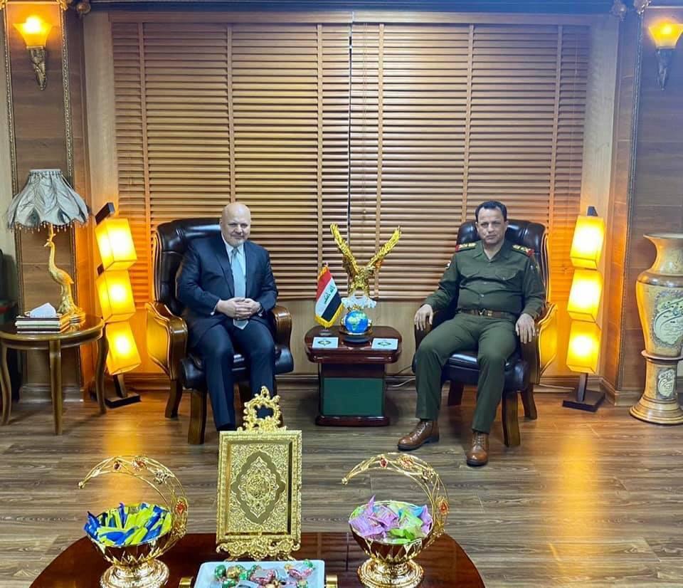 المستشار الخاص السيد كريم خان يلتقي الفريق الركن سعد مزهر العلاق مدير الاستخبارات العسكرية