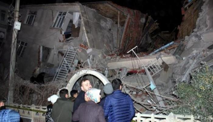 زلزال تركيا يحصد 21 قتيلاً.. والعشرات تحت الأنقاض