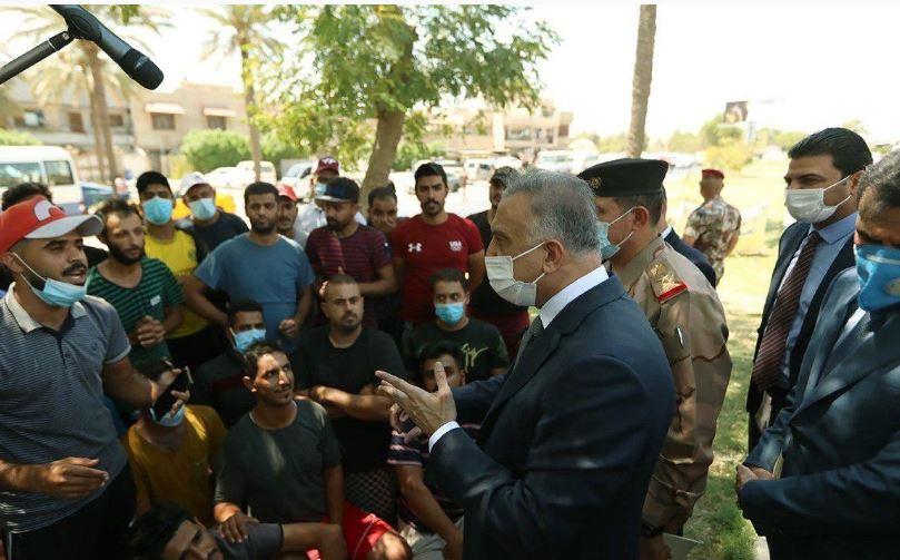 الكاظمي اول رئيس وزراء عراقي يمضي الى المتظاهرين بنفسه، ويصارحهم قائلاً: حكومتكم تواجه مشاكل تراكمية سببها سوء الإدارة !