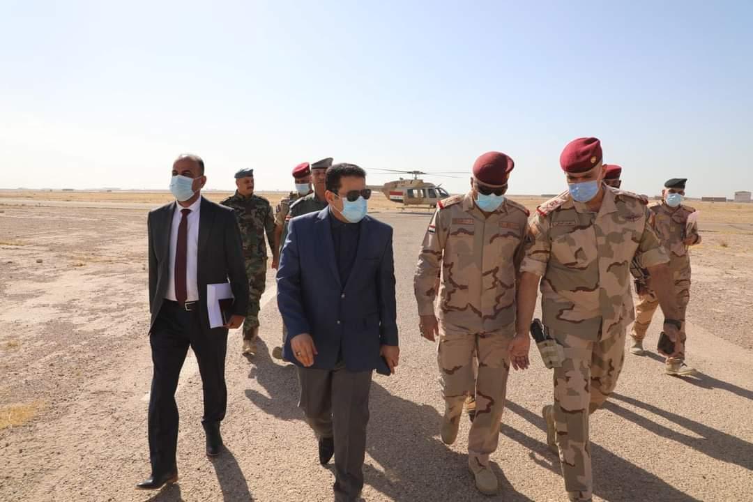 مستشار الأمن القومي السيد قاسم الأعرجي يتفقد مخيم النازحين في المدينة السياحية بالحبانية