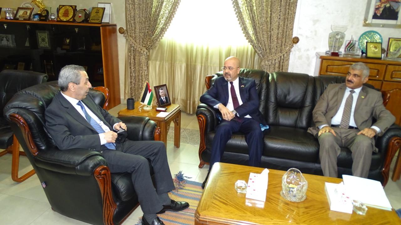 السفير العذاري يلتقي وزير التعليم العالي الأردني