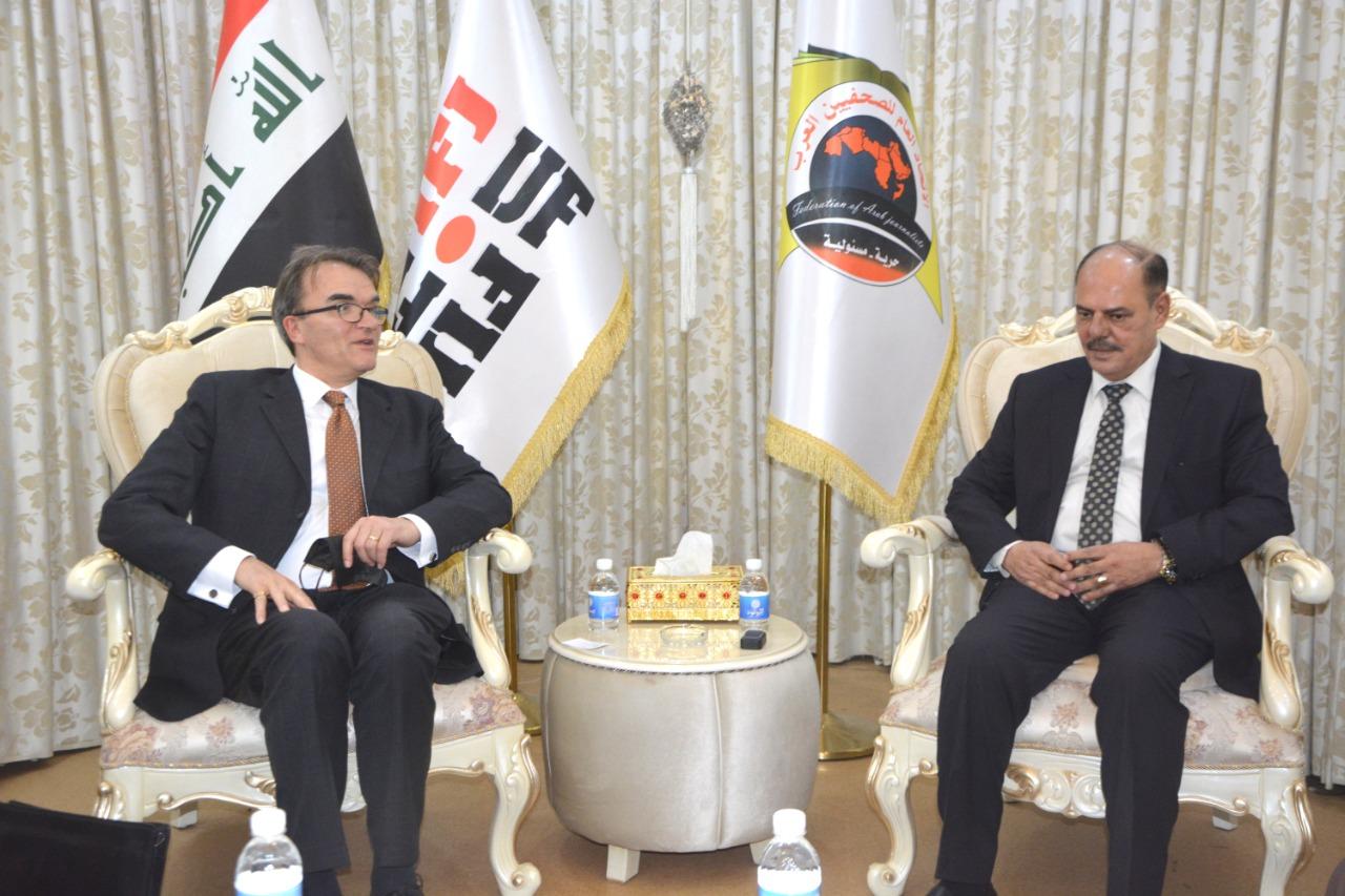 السفير السويسري غير المقيم في بغداد يزور نقابة الصحفيين العراقيين ويلتقي نقيبها مؤيد اللامي