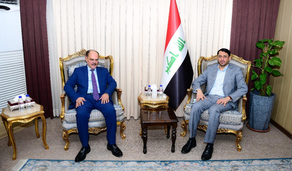 نقيب الصحفيين العراقيين  يلتقي الأمين العام لمجلس الوزراء